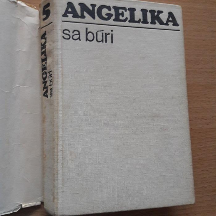 Anne a Serge Golon: Angelika sa búri