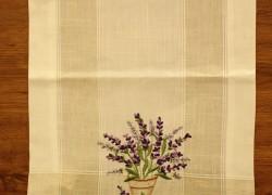 Obrus vyšívaný DM-9017 - LEVANDER (40x135 cm) - fialovo-biely veľkosť 40x135 cm